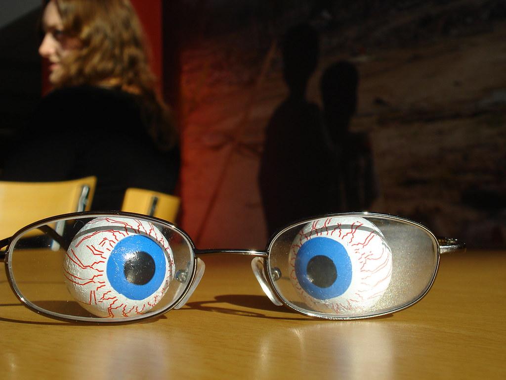 Mata Berlari Ke Sana Sini?